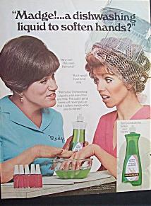 Hände und Geschirr in einem Aufwasch pflegen