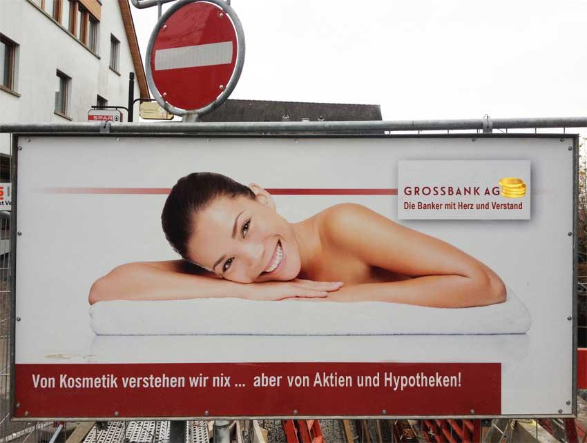 Nackte Frau und Grossbank? Passt perfekt zusammen.